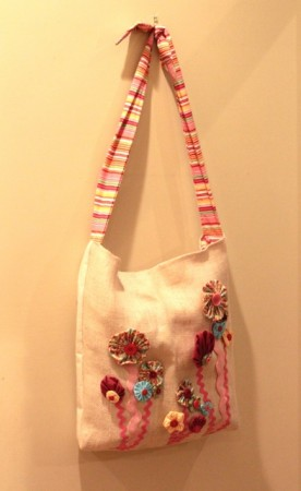Gusseted Messenger Style Tote