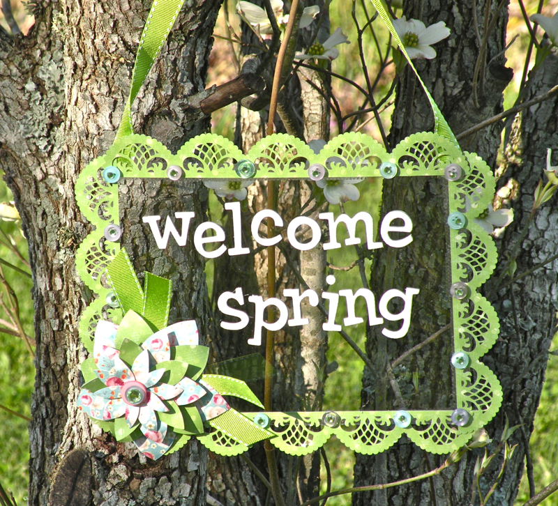 Welcome Spring hanging sign
