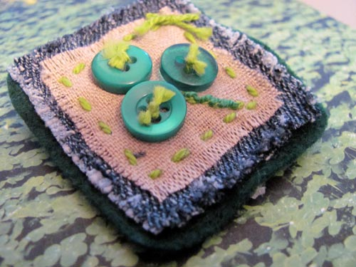Make your own shamrock button pin with green buttons