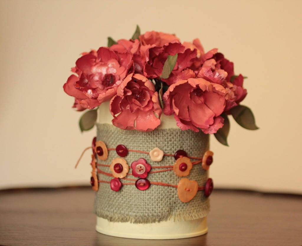 Upcycled spring floral bouquet an earth day project - Idees deco recyclage ...