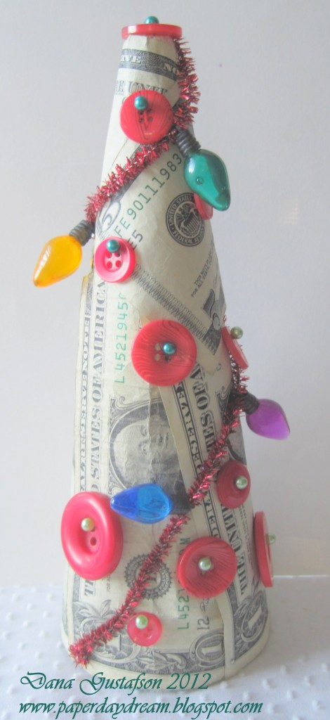 Holiday Crafts Made From Buttons http://buttonsgaloreandmore.net/mak-a-money-tree/
