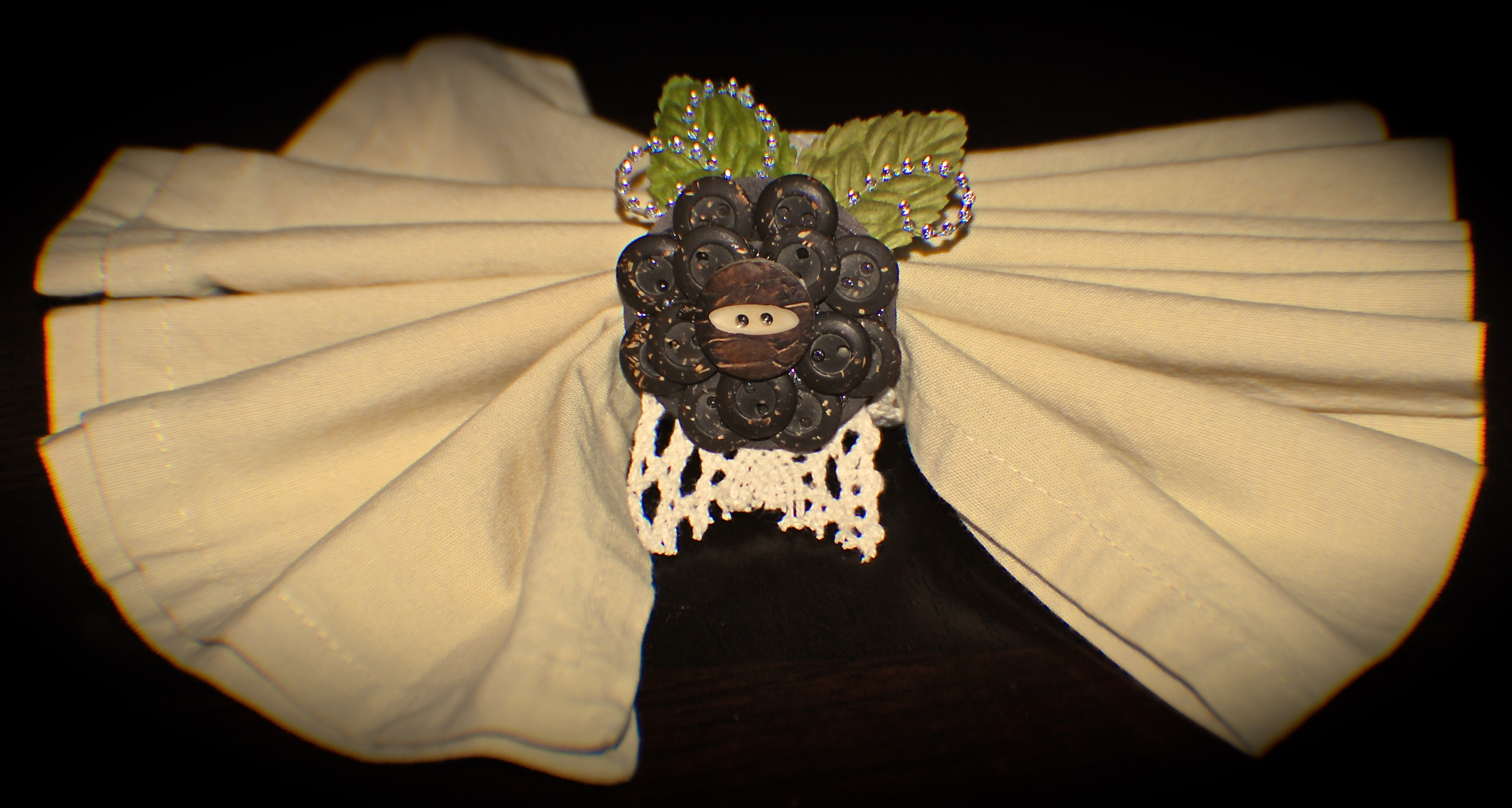 Diy Fall Napkin Rings Make Rustic Coconut Shell Button Flowers