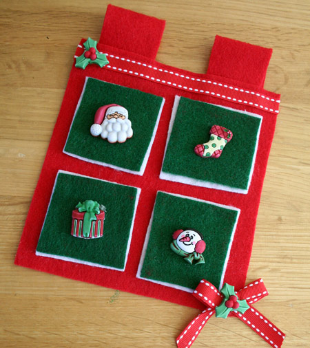 Christmas button wall hanging craft