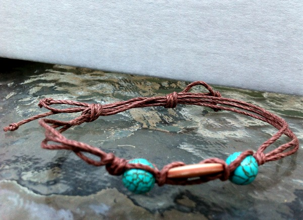 Simple Bracelets with Hemp and Button