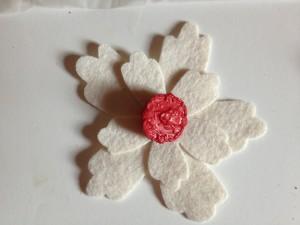 felt flower die cut with button (1024x768)
