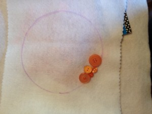 Draw a circle on the pillow wrap