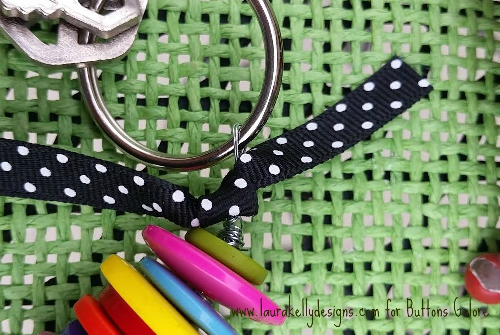 Button Stack Keyring Twist