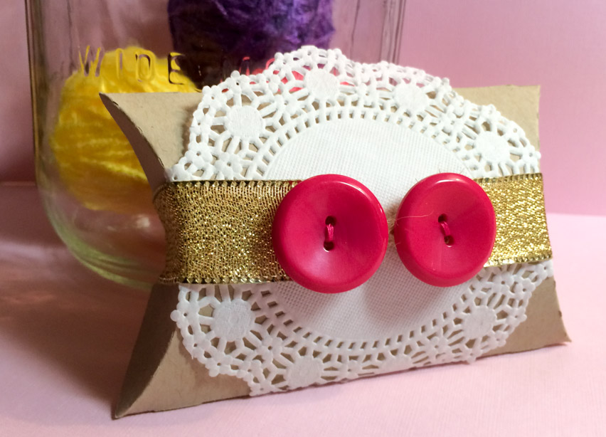 Pillow Box with Button Band