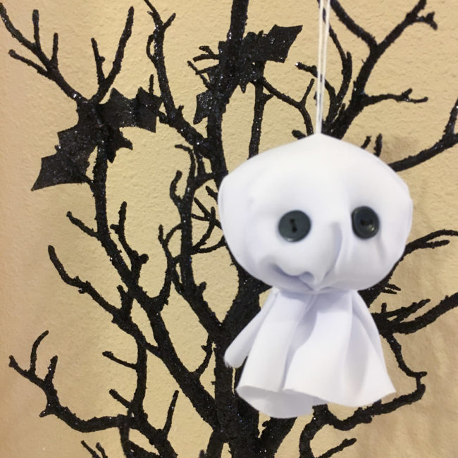 Make cute ghost ornaments for Halloween in only 15 minutes! | Nancy Nally for buttonsgaloreandmore.net